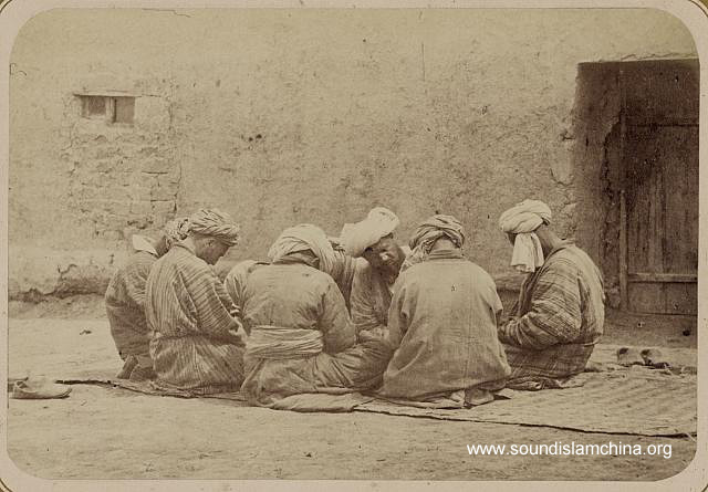 Silent recitation (dhikr-i khufī), Turkestan, 1860-70s (Turkestanskii Al'bom. Part 2, vol. 1, pl. 65, no. 184)